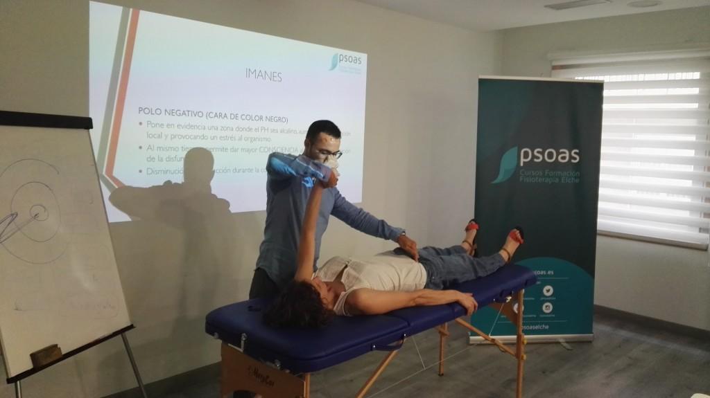 José Castro en el Curso de Diagnóstico Kinesiológico