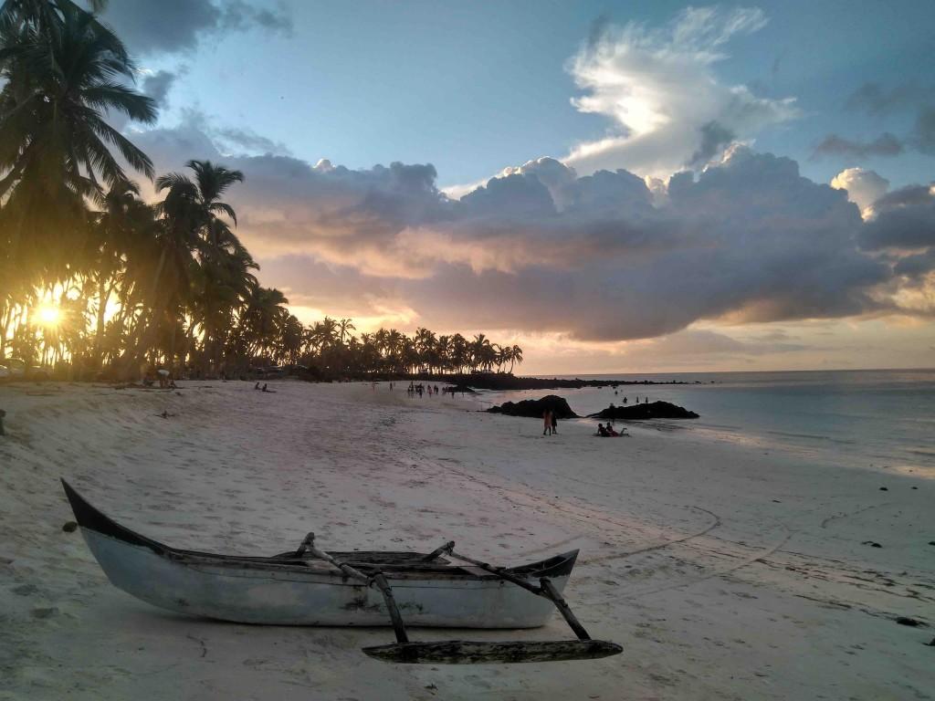 Paisaje de la playa de Maloudja con la galawa
