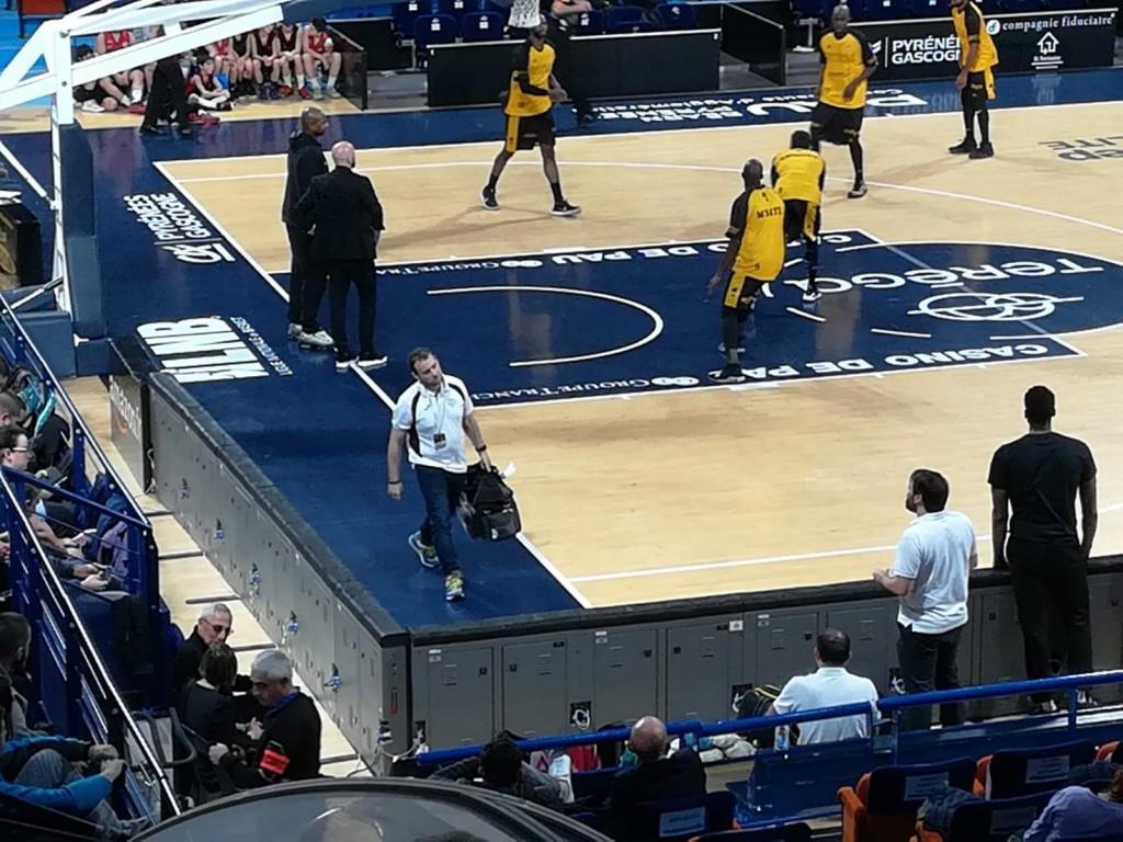 jose juz durante un partido de basket